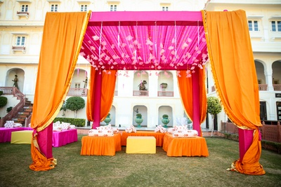 The mehendi decor was a combination of pink and orange