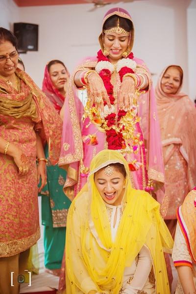 Punjabi wedding traditions- Showering Kaleere on her sister!