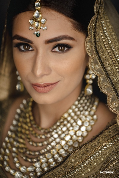 A close-up shot of the bride flaunting her polki jewellery set.