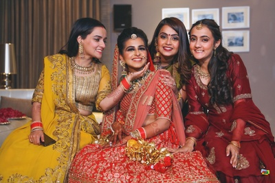 The bride posing with her bridesmaids