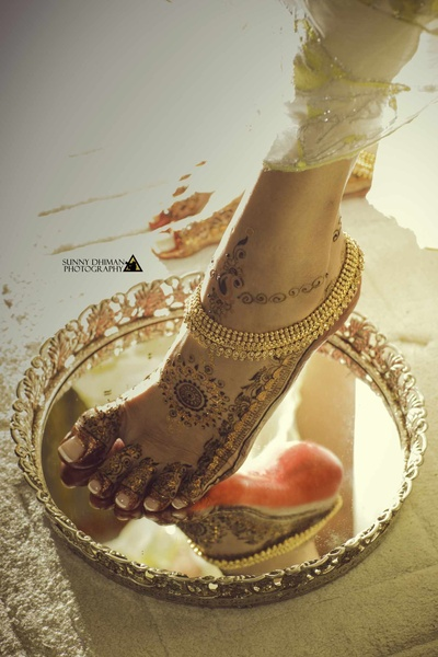 Close up of the design for the bride's feet mehendi