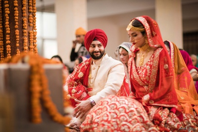 Candid moment between the bride and groom at the gurudwara