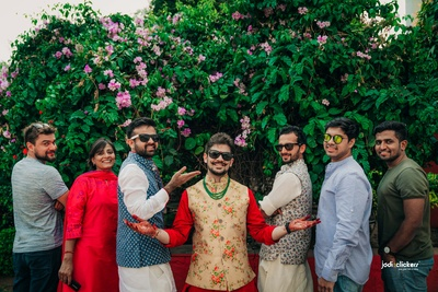 The groom is having a gala time with his boy squad at the mehendi ceremony!