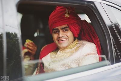 Vinay entering the wedding venue.
