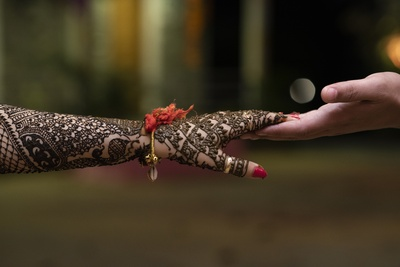 A close-up shot of the bride and grom's hands post the mehendi ceremony.
