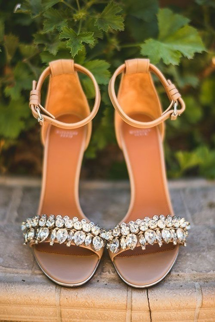 Bridal Shoe Design to Match Your Wedding Outfit- Even Cinderella Won't Forget These