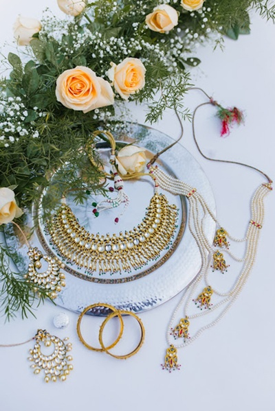 the bridal jewellery laid out beautifully