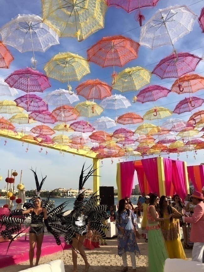 Face the Bright Sunshine with Cool Umbrellas