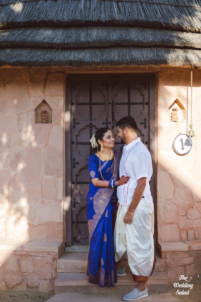 The bride and groom look nothing short of super-gorgeous in their traditional Tamil wedding attire.