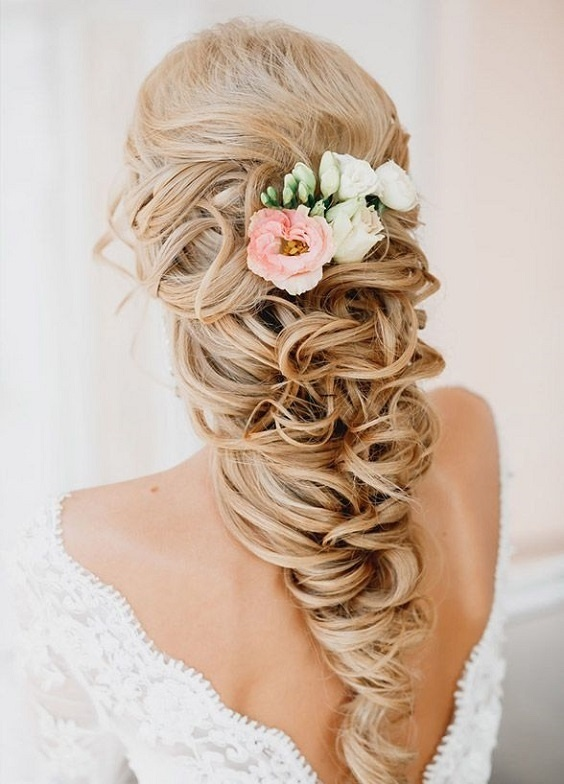 10 Bridal Hairstyles For Curly Hair That Are Perfect For Indian Weddings Bridal Look Wedding Blog