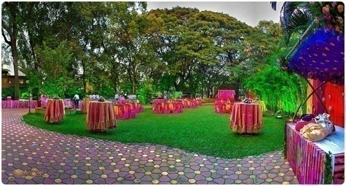 Dhoop-chhaon table covers