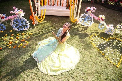 candid bridal photography for her mehndi function