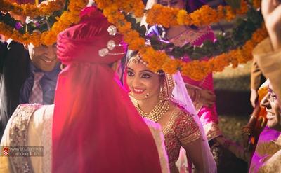 Polki studded necklace set is enhancing bride's radiant makeup and dazzling wedding lehenga