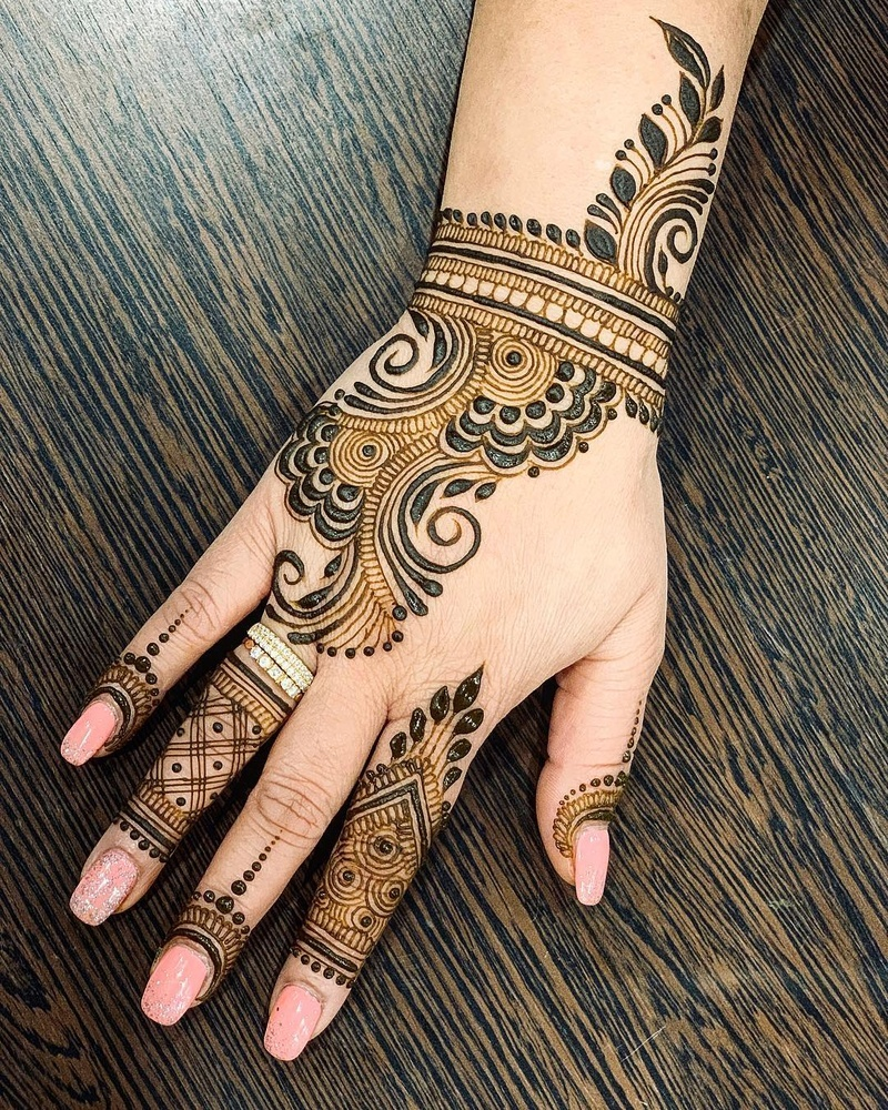 50 Simple Mehndi Design Images to Save this Wedding Season