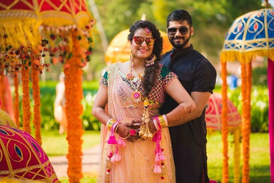 Totally crushing over Vrinda's neon floral jewellery for her mehndi ceremony.