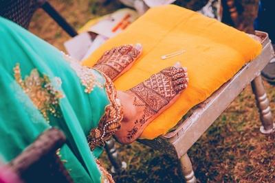 Bridal Mehendi by Vivek Mehendi Artist from Delhi.