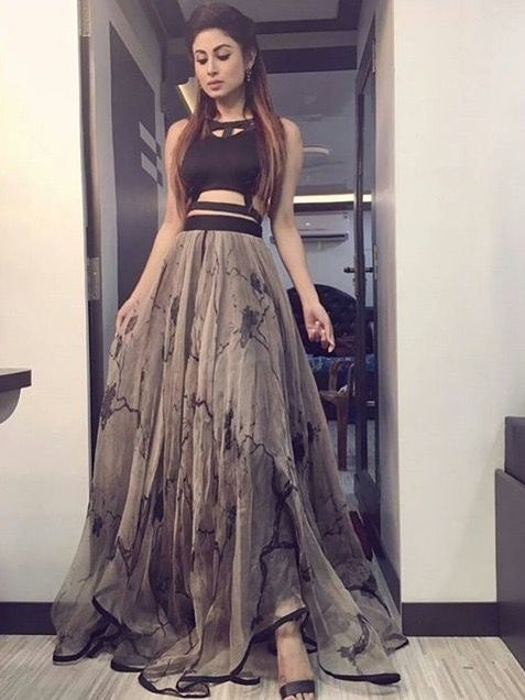 6 Cool Ways To Use Crop Tops As Lehenga Blouses At Your ...