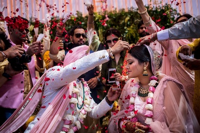 a candid capture of the bride and groom during the sindoor cermony