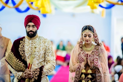 Heena and Gurmit wore complementing outfits for their wedding ceremonies.