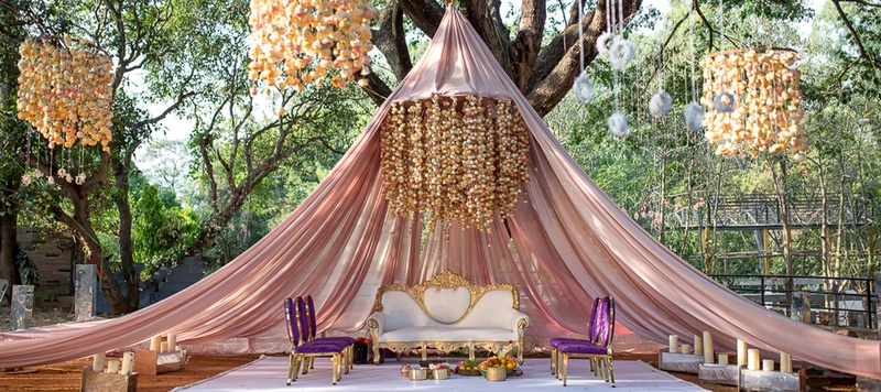 Ashrith & Tanvi Bangalore : From a tent mandap to a unique banarasi lehenga, this offbeat wedding will give you major goals!