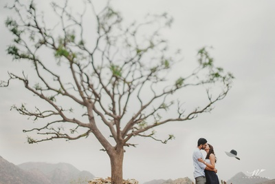 cute couple kissing shot for the pre wedding shoot
