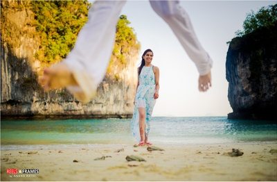 Creative and quirky pre wedding shoot beach photography