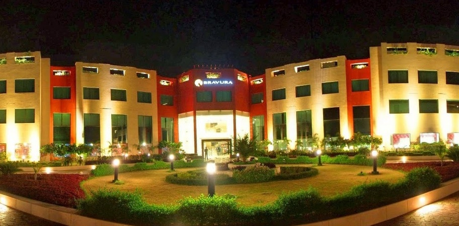 Hotel Bravura Gold Resort Partapur Meerut - Wedding Lawn