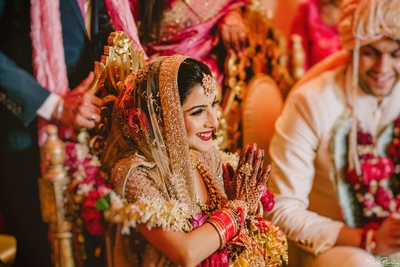 Cute and quirky expressions of the pretty bride during the wedding ceremony