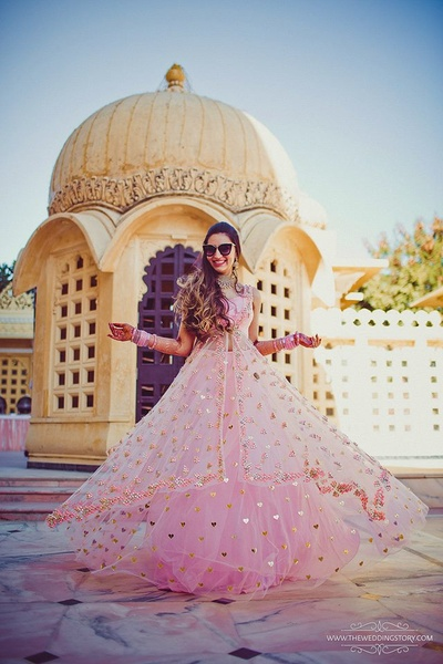 Kala chashma bride in a beautiful pink anarkali suit