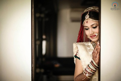 Off-white silk saree paired with traditional bridal jewellery