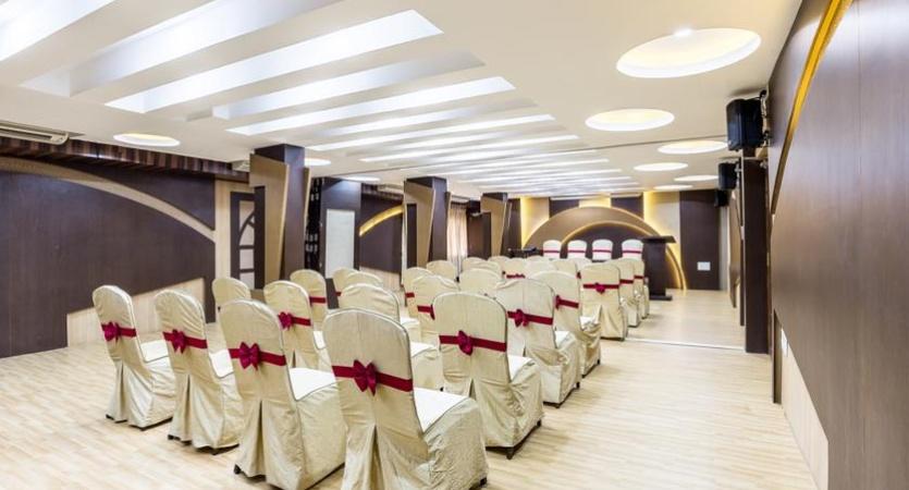 Hotel Navaratna R.S. Puram Coimbatore - Banquet Hall