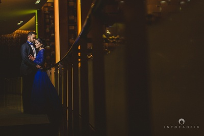 Dressed in a killer combination of black and blue for the reception ceremony at Jumeriah Creek Side Hotel