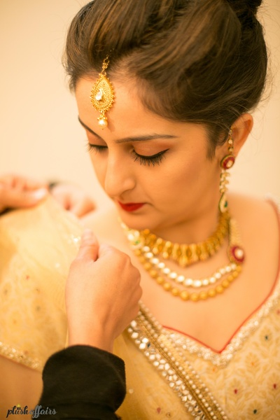 Bride Kinshuk getting ready in gorgeous white and red lehenga for her wedding day!