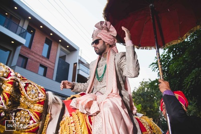 The groom entering in style- grooving while sitting on the horse!