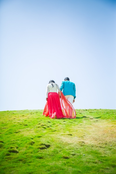 Dreamy photoshoot amidst the lush green atop hill
