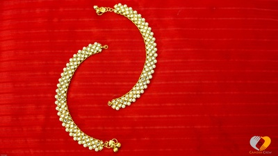 Kundan studded payal with pearl ends for the final wedding look