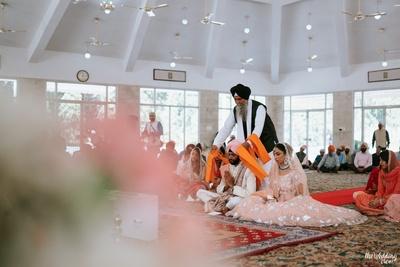 bride and groom sikh anand karaj