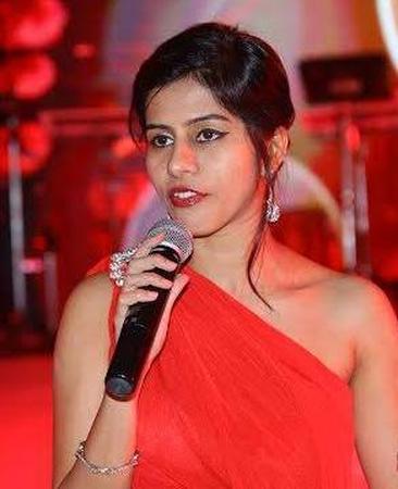Nadia Hakani | Mumbai | Anchor Mc