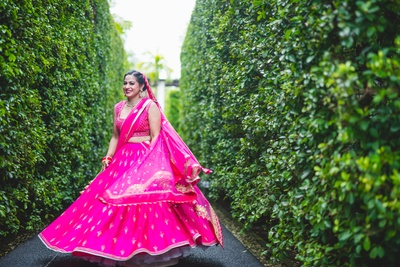 This beautiful bride twirling a minimalistic fuschia pink lehenga is the cutest thing ever!