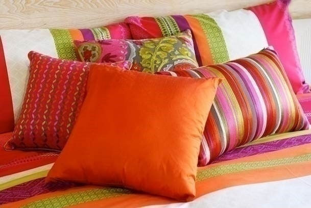 BED LINEN / HOUSEHOLD ITEMS
