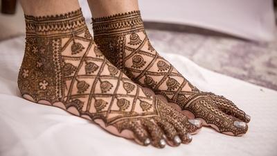 How pretty is that feet mehendi!
