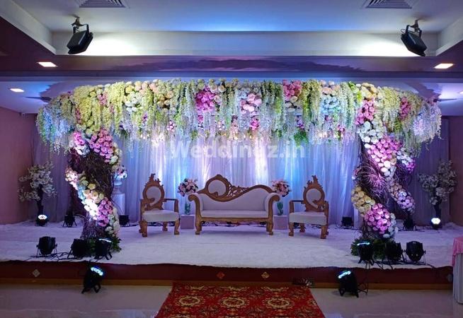 De Grandeur Hotel and Banquets Thane West Mumbai - Banquet Hall