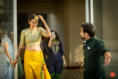 Bride enters her surprise mehendi ceremony performance