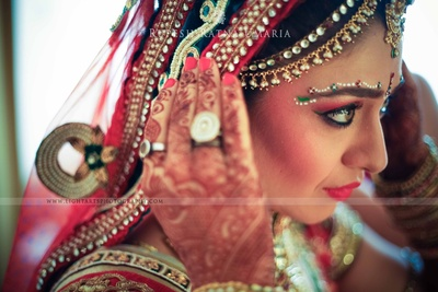 Eyebrow bindi makeup and blush makeup for a glamorous wedding look