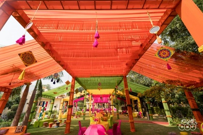 Colourful and vibrant mehendi decor ideas with tassels and drapes!