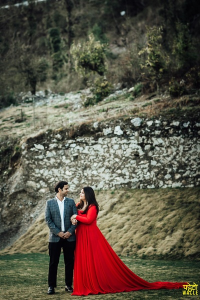 A gorgeous couple and a breathtaking view, this pre-wedding shoot has stolen our hearts!