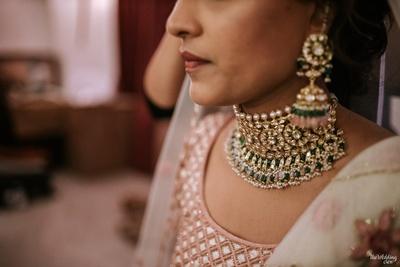kundan jewellery worn by the bride on her wedding day