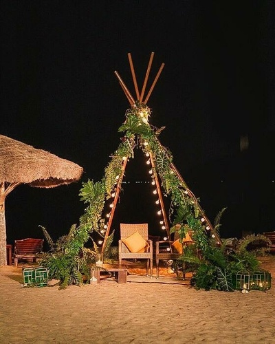 This sangeet decor witnessed a rustic teepee surrounded by exquisite decor accents.
