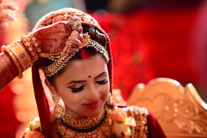 12. Suhagan ki nishani, sindhur bhari maang