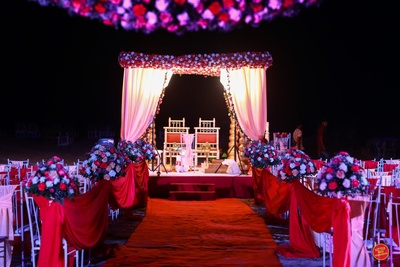 Beautiful mandap decor for the wedding day.
